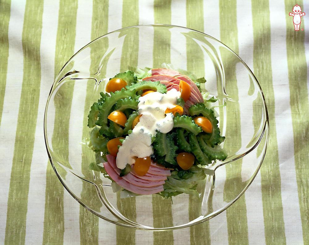 写真:ゴーヤーとハムのサラダ