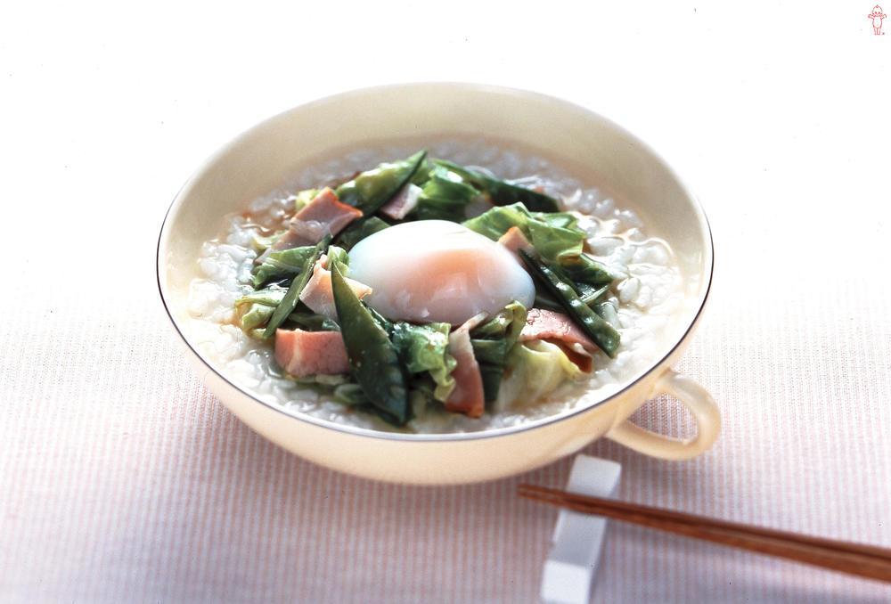 写真:キャベツと卵のサラダがゆ