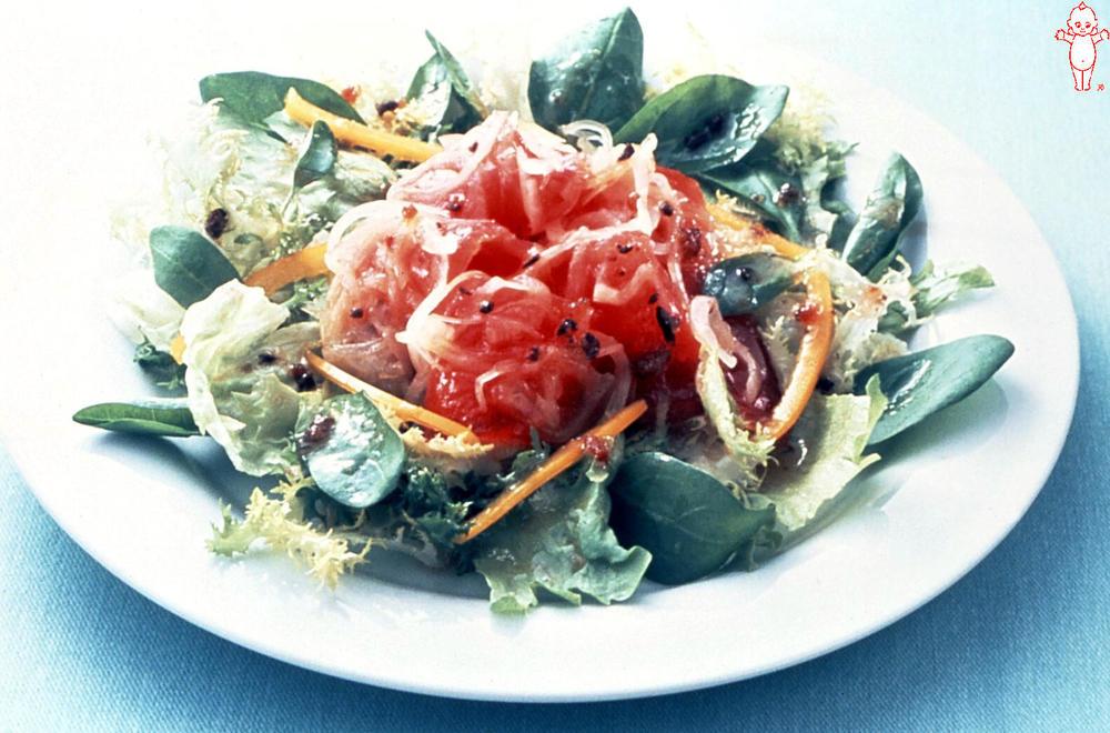 写真:まぐろのマリネと洋野菜のサラダ