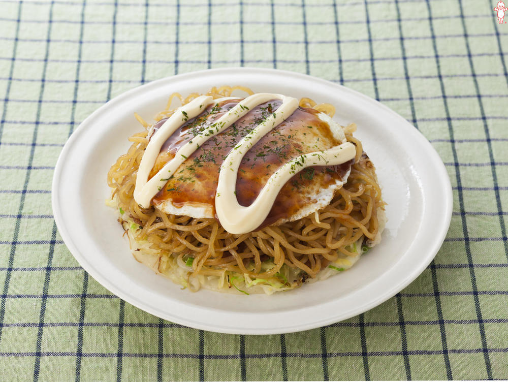 写真:広島風からしマヨのお好み焼き