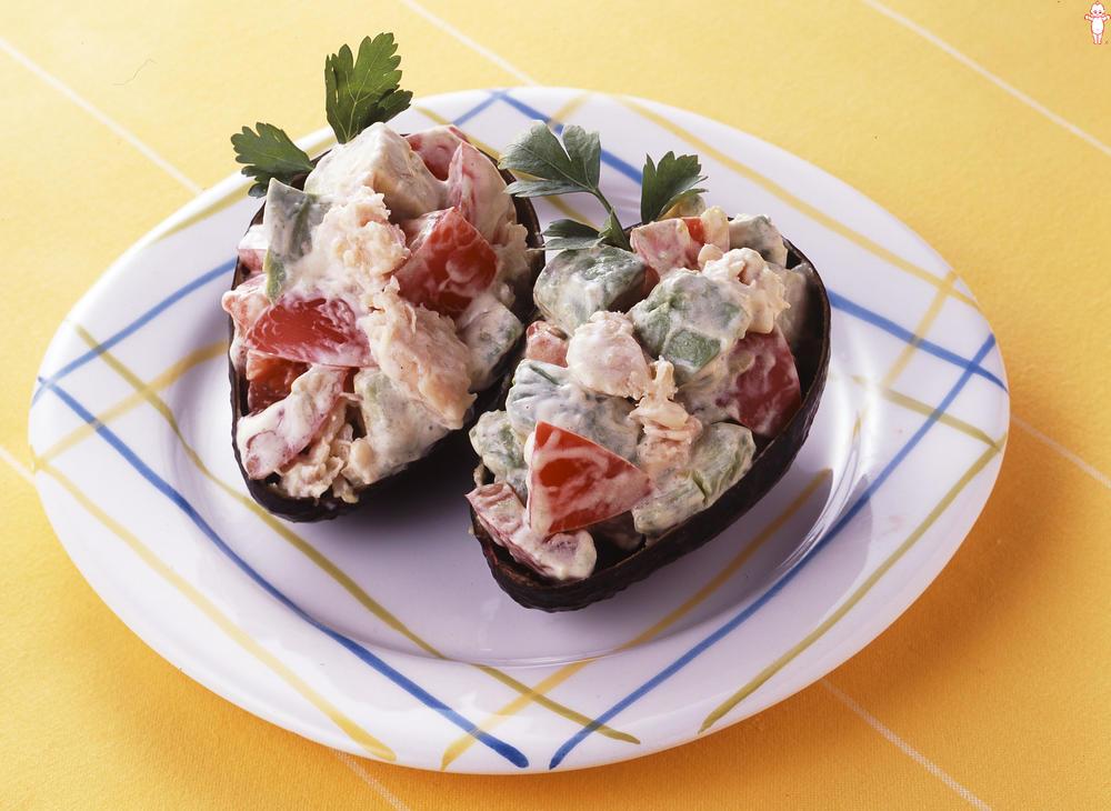 写真:トマトとささみのアボカドサラダ