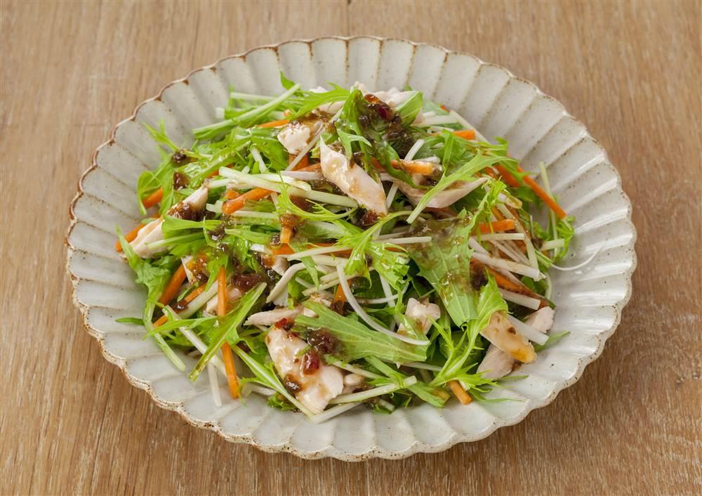 写真:水菜とささみの和風サラダ