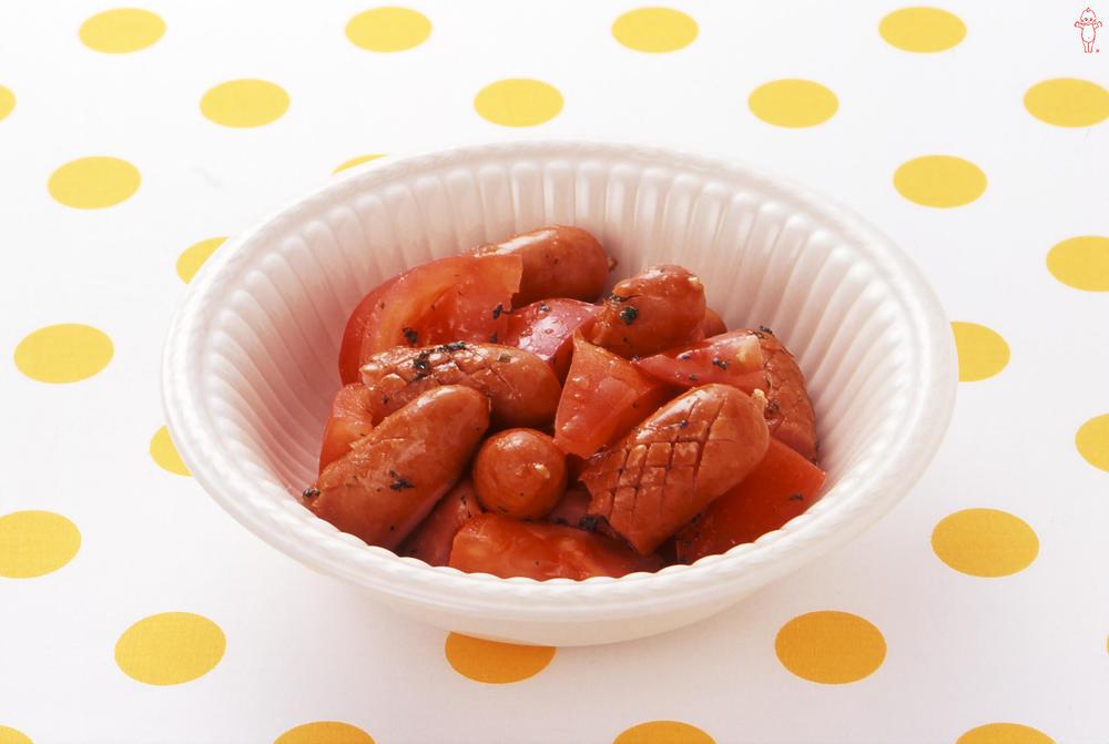 写真:ソーセージとトマトのマリネ