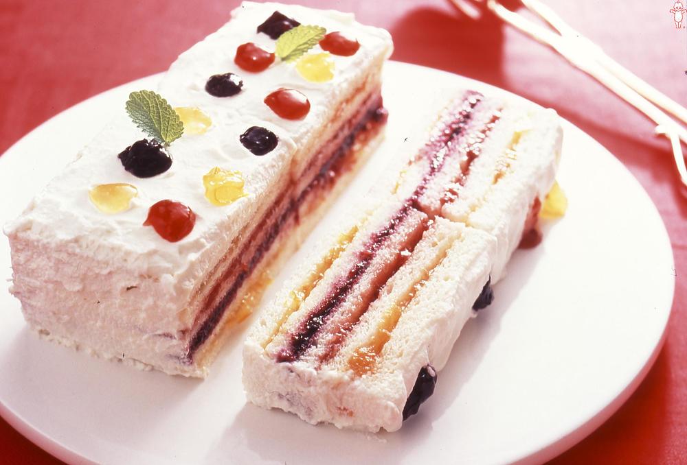 写真:サンドイッチケーキ