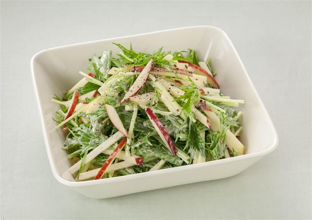 写真:水菜とりんごのマヨサラダ