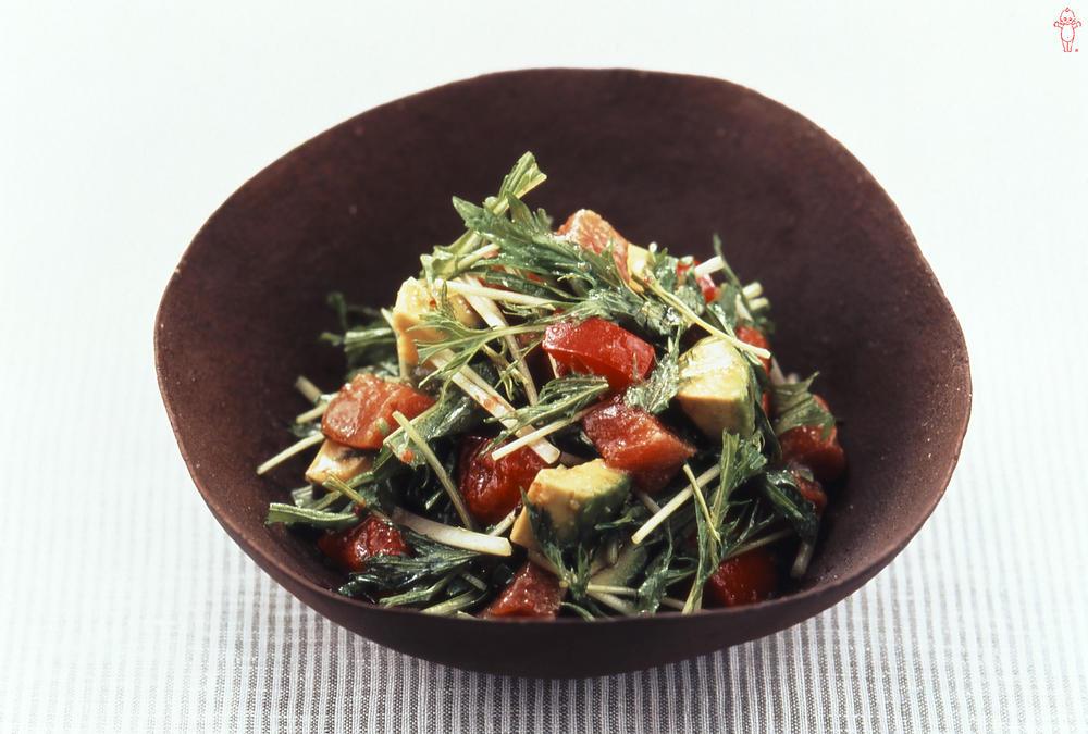 写真:水菜とアボカドのお刺身サラダ
