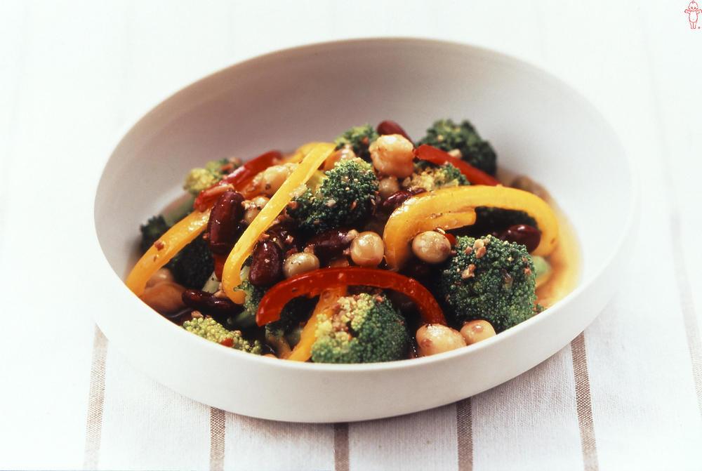 写真:ブロッコリーと彩り野菜のマリネ