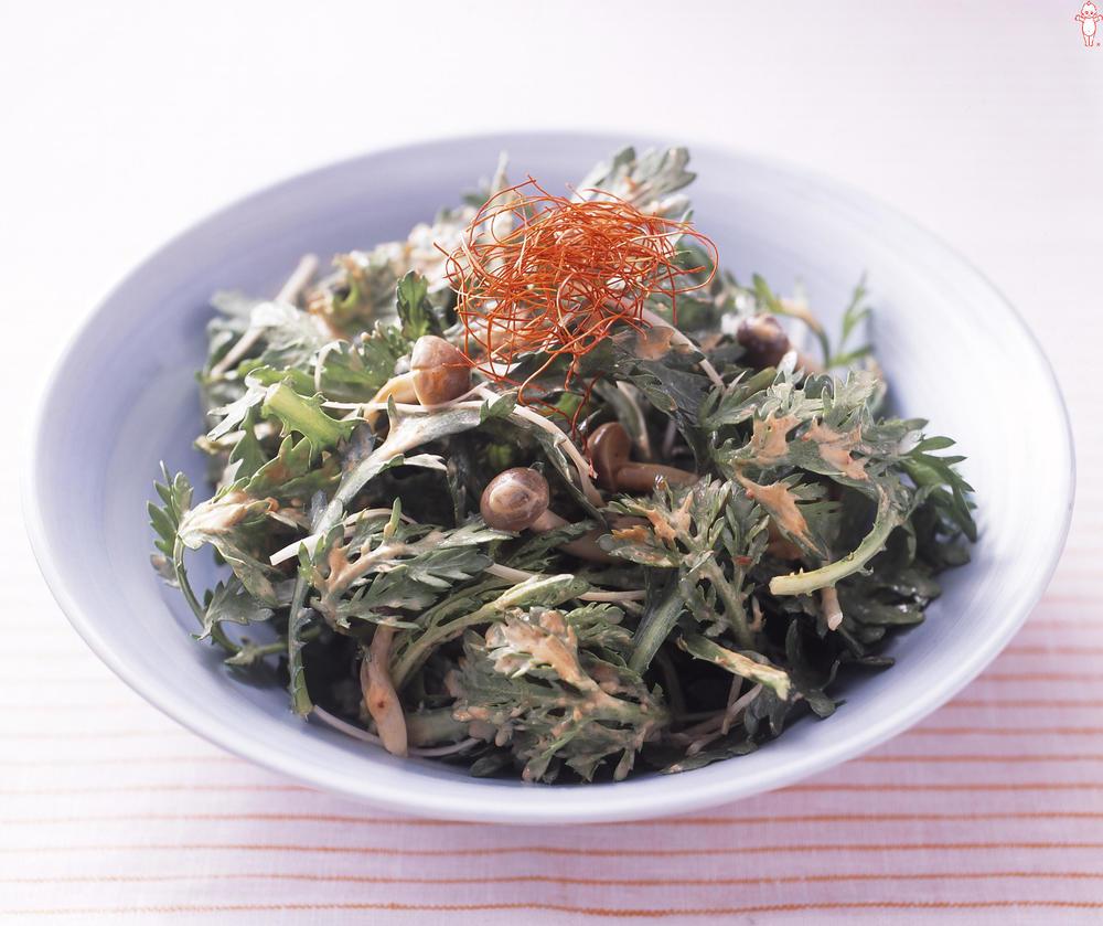 写真:春菊のピリ辛サラダ