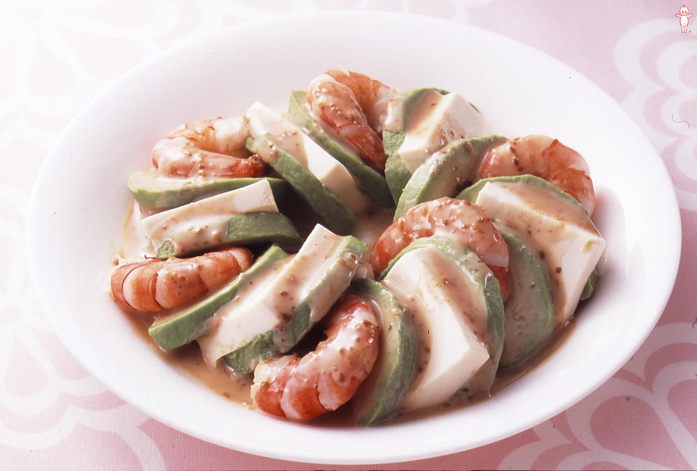 写真:アボカドとえびと豆腐のサラダ