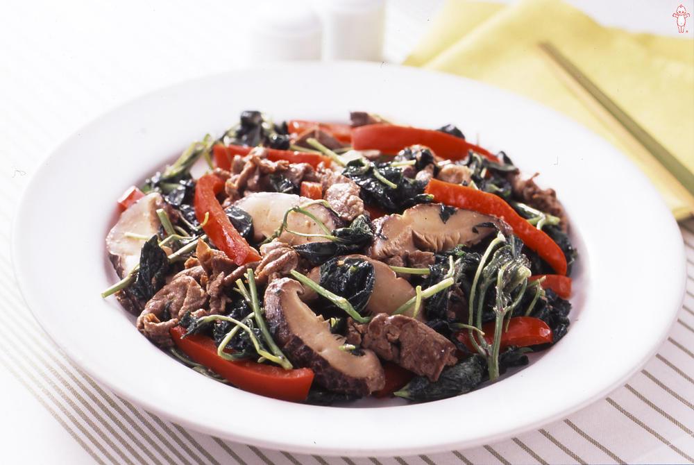写真:モロヘイヤと牛肉のマヨネーズ炒め