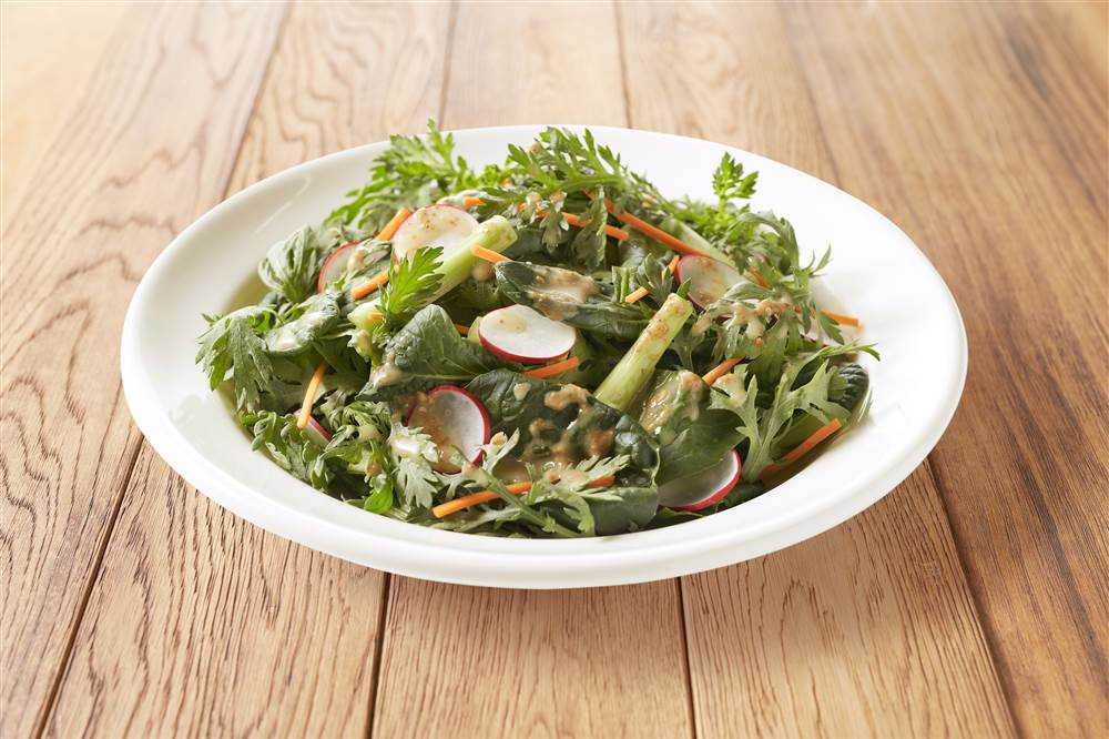 写真:小松菜と春菊のグリーンサラダ