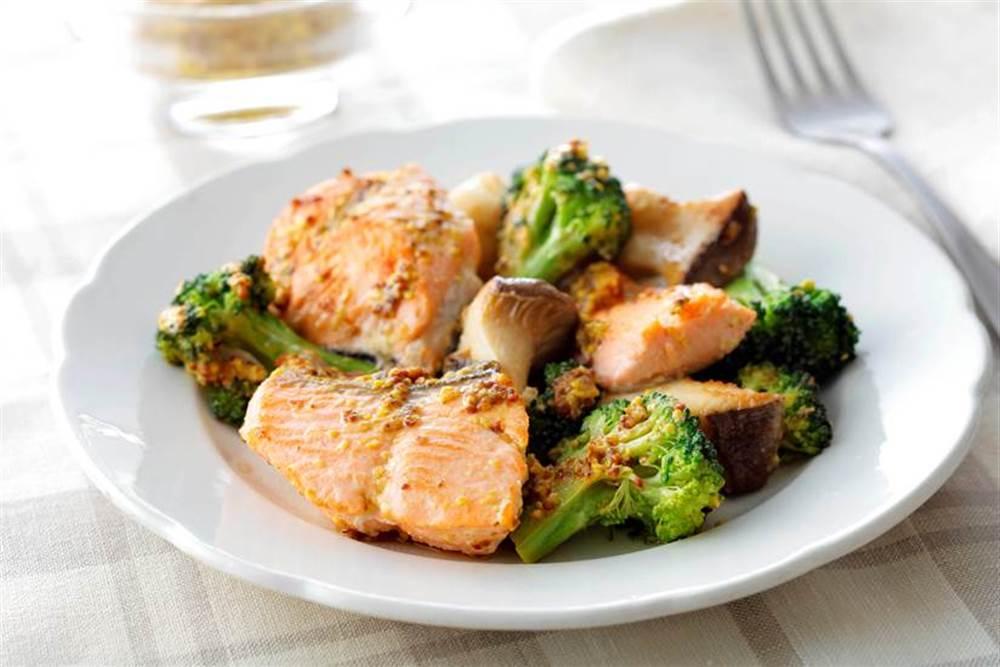 写真:鮭とブロッコリーのマスタードマヨ炒め