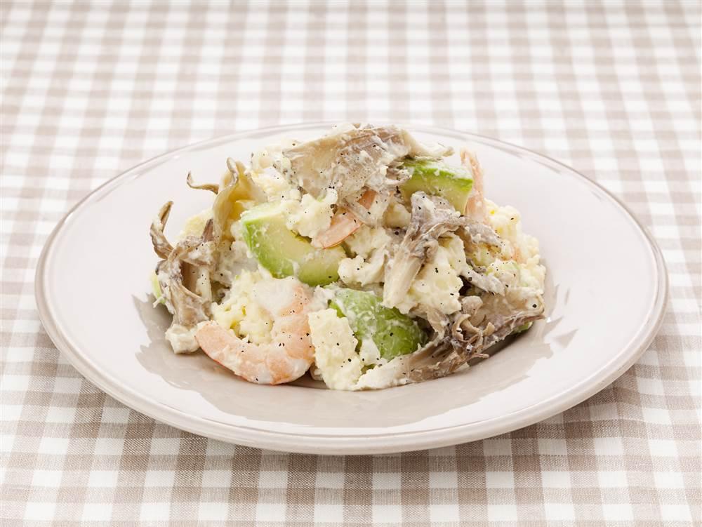 写真:まいたけとえびとアボカドのポテトサラダ