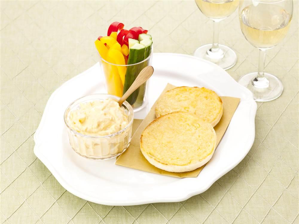 写真:スティック野菜とガーリックトースト たまごディップ