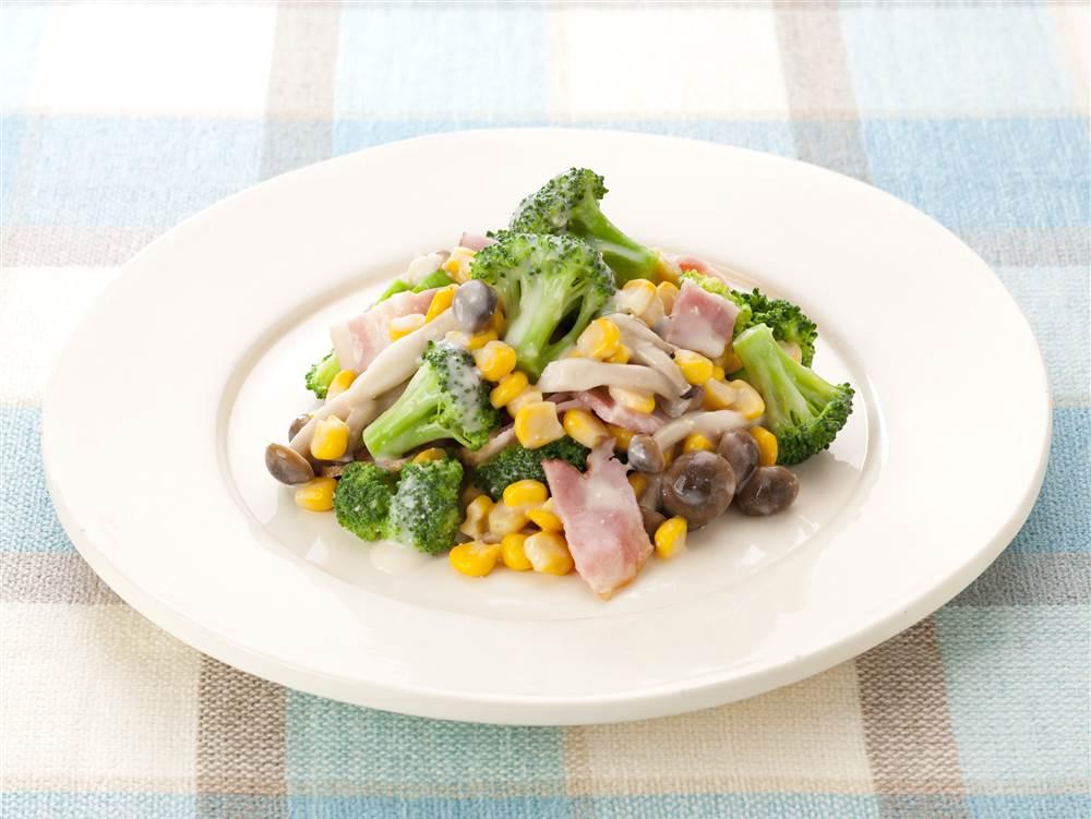 写真:ブロッコリーとベーコンのあえサラダ