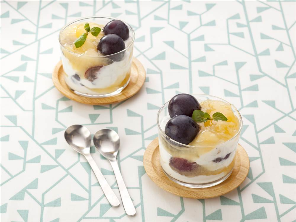 写真:白桃とギリシャヨーグルトのミニパフェ