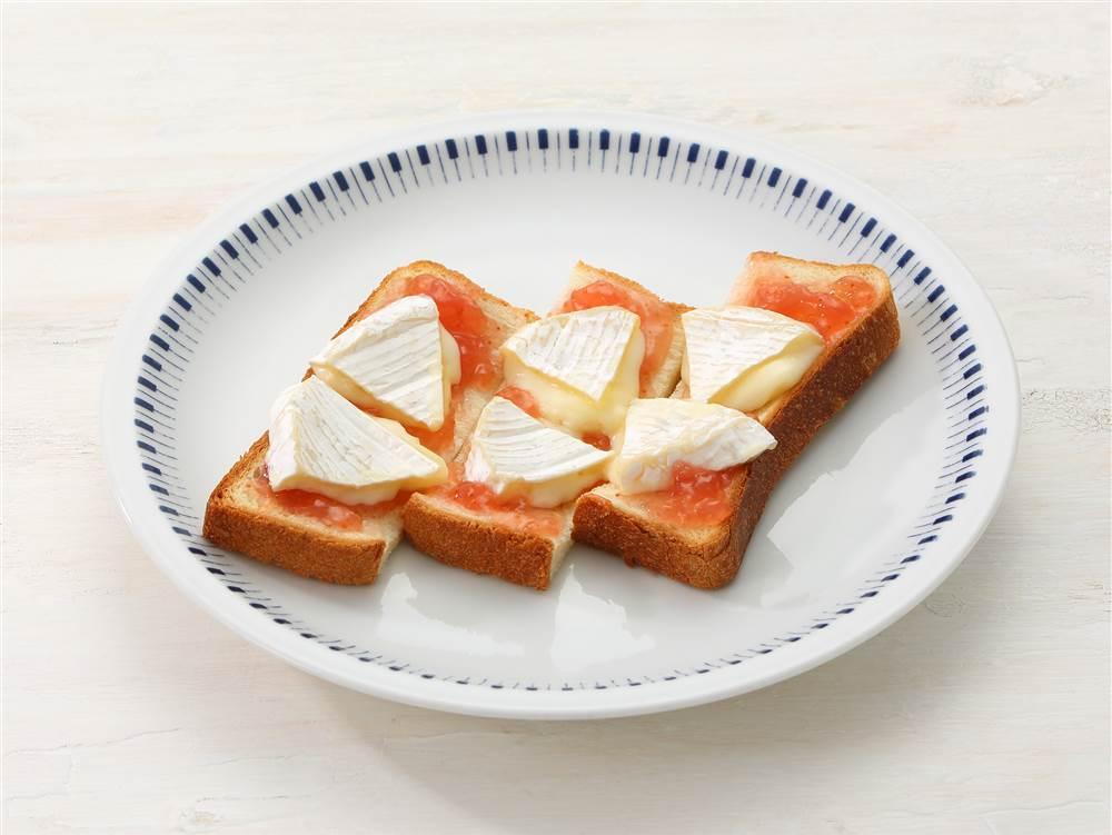 写真:いちじくとカマンベールのトースト