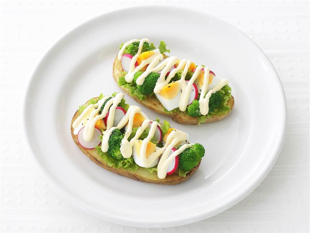 写真:ゆで卵とブロッコリーのポテトカナッペ