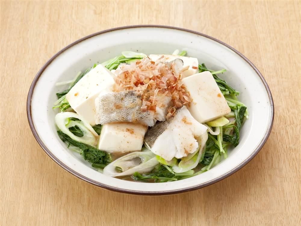 写真:たらと豆腐と水菜のサラダ