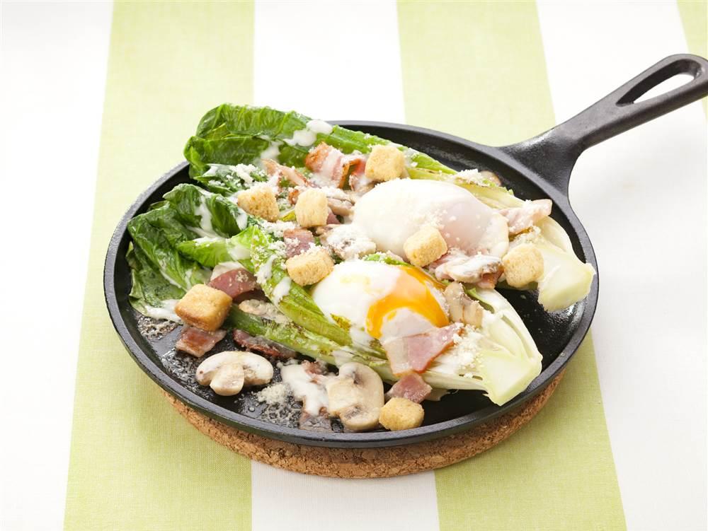 写真:ロメインレタスのシーザー焼きサラダ