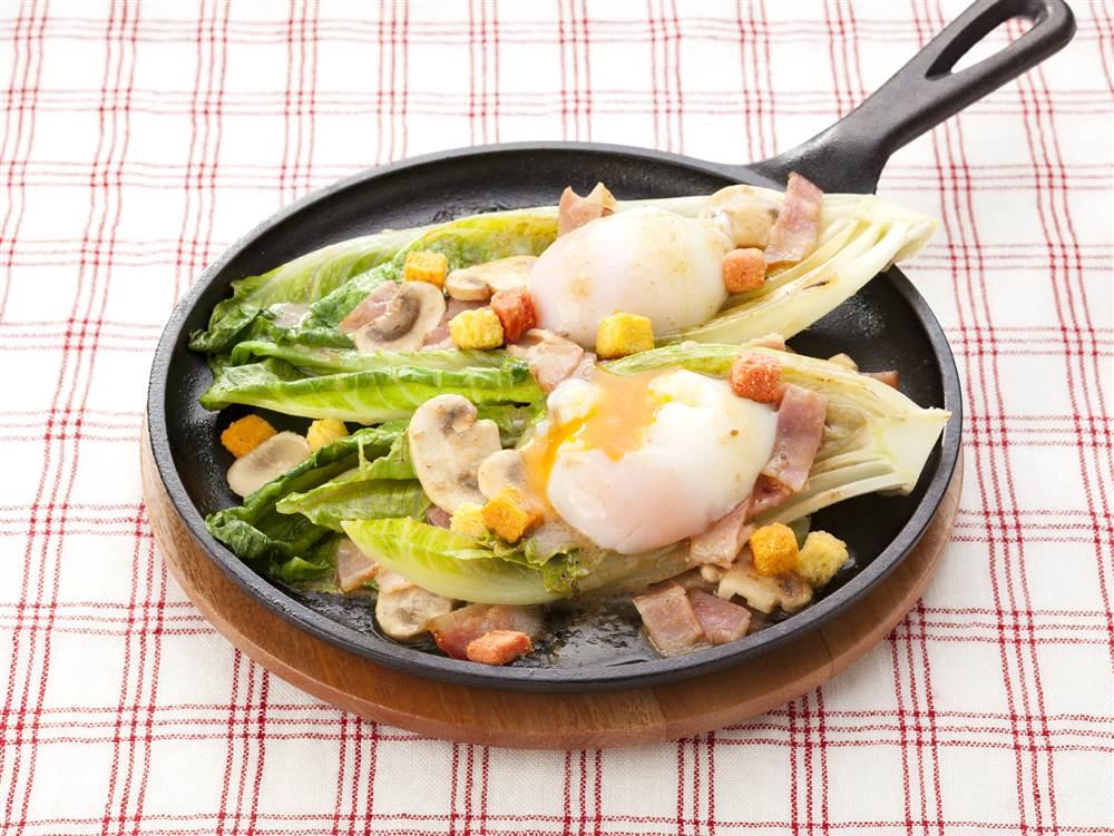 写真:ロメインレタスのオニオン焼きサラダ