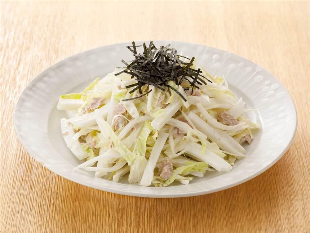 写真:白菜と玉ねぎのツナマヨサラダ