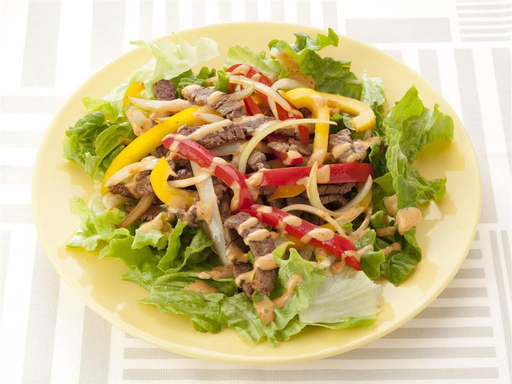 写真:パプリカと牛焼肉のサラダ