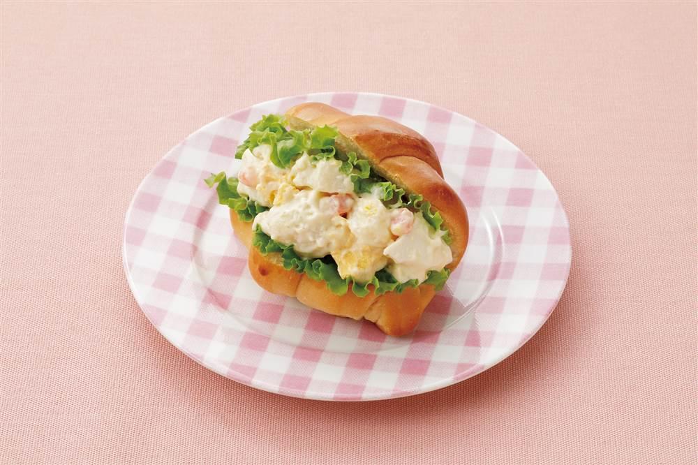 写真:たまごとポテトのロールパン