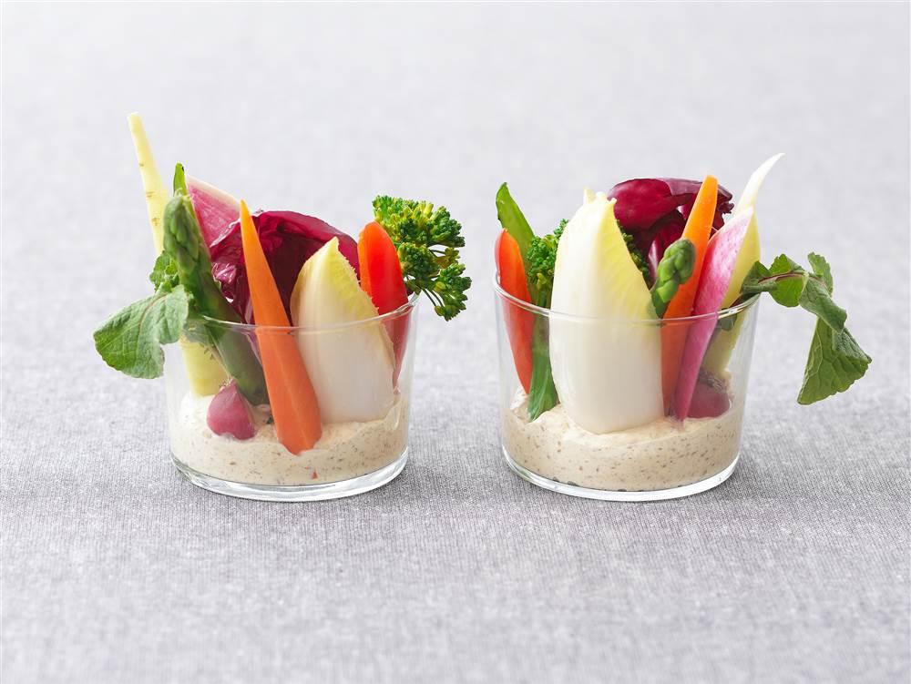 写真:彩り野菜のごまマヨディップ