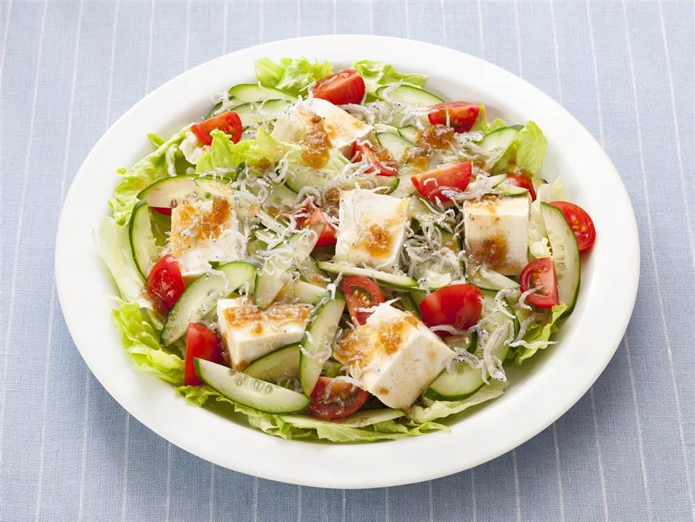 写真:豆腐とちりめんじゃこのサラダ