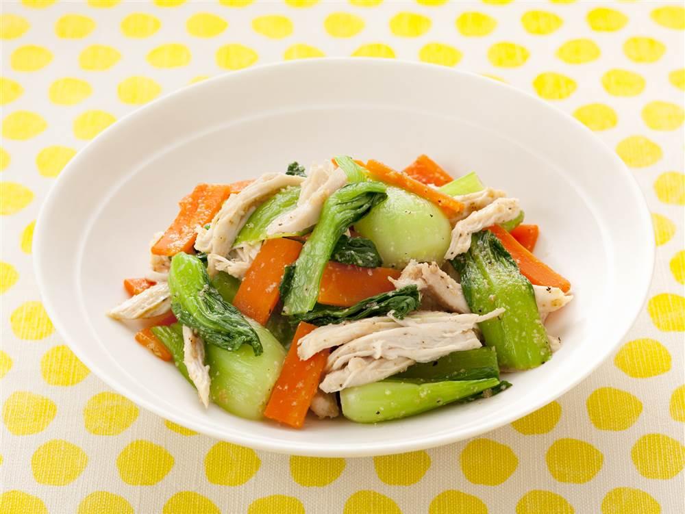 写真:チンゲン菜と蒸し鶏のナムル風サラダ