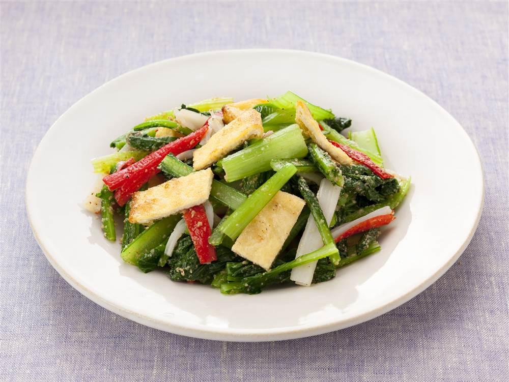 写真:小松菜とかにかまのナムル風サラダ