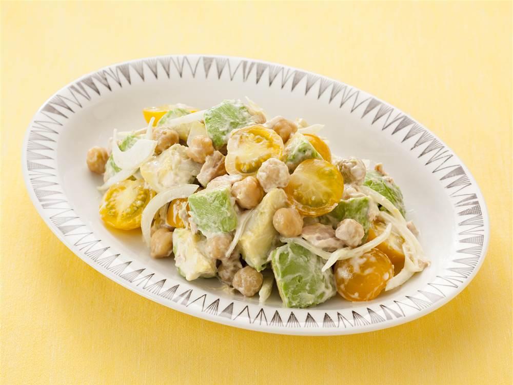 写真:ガルバンゾとアボカドの豆サラダ