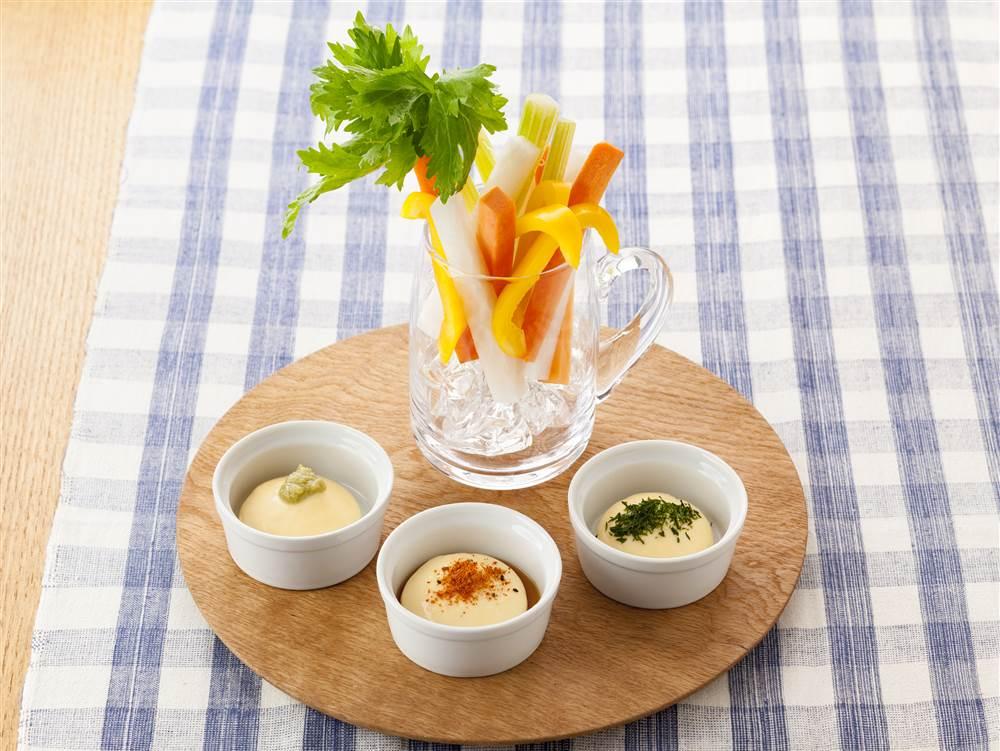 写真:ビールジョッキde野菜スティック 3種のマヨディップ