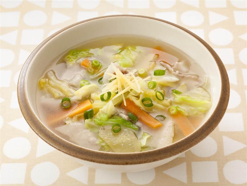 写真:キャベツと豚肉のしょうが和風スープ