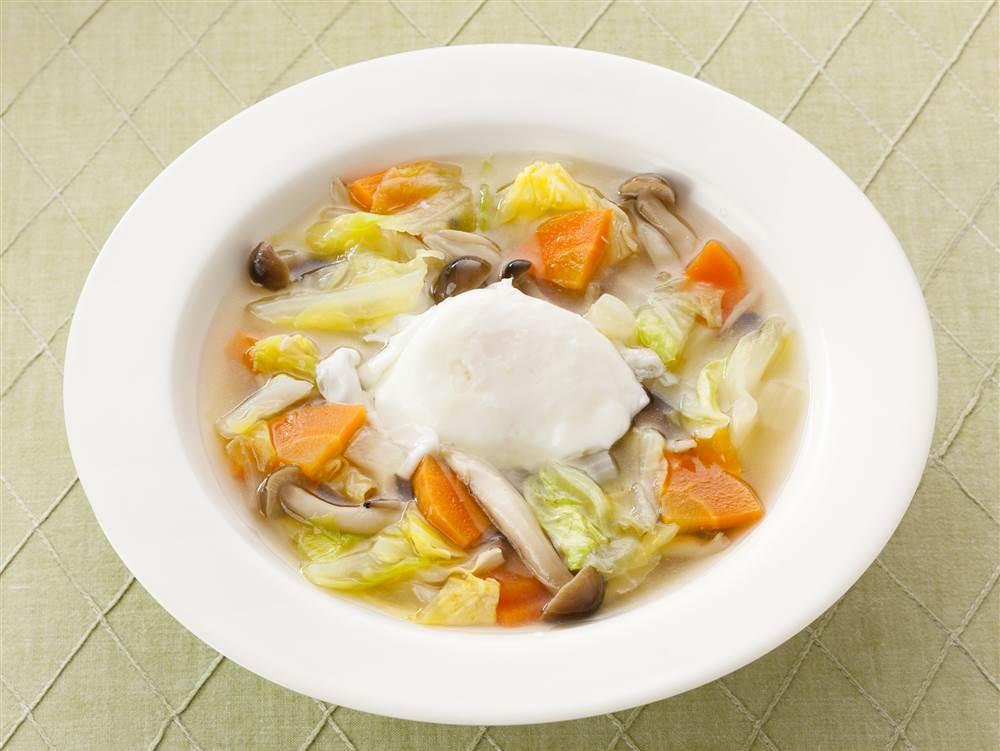 写真:キャベツと落とし卵の和風スープ