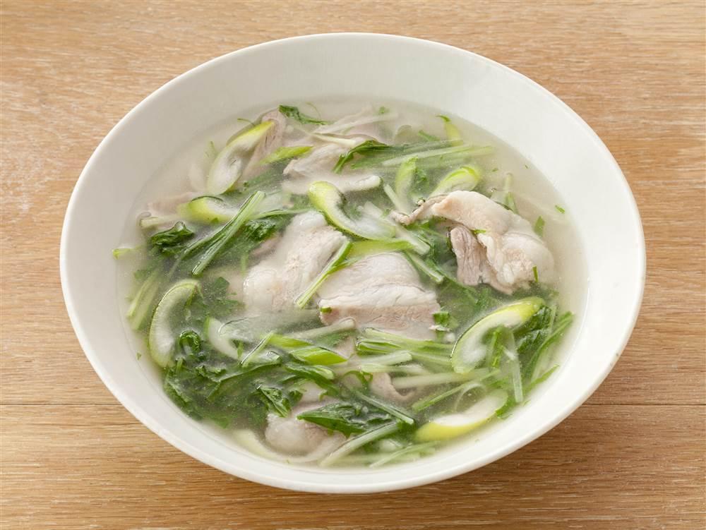 写真:水菜と豚肉の和風スープ