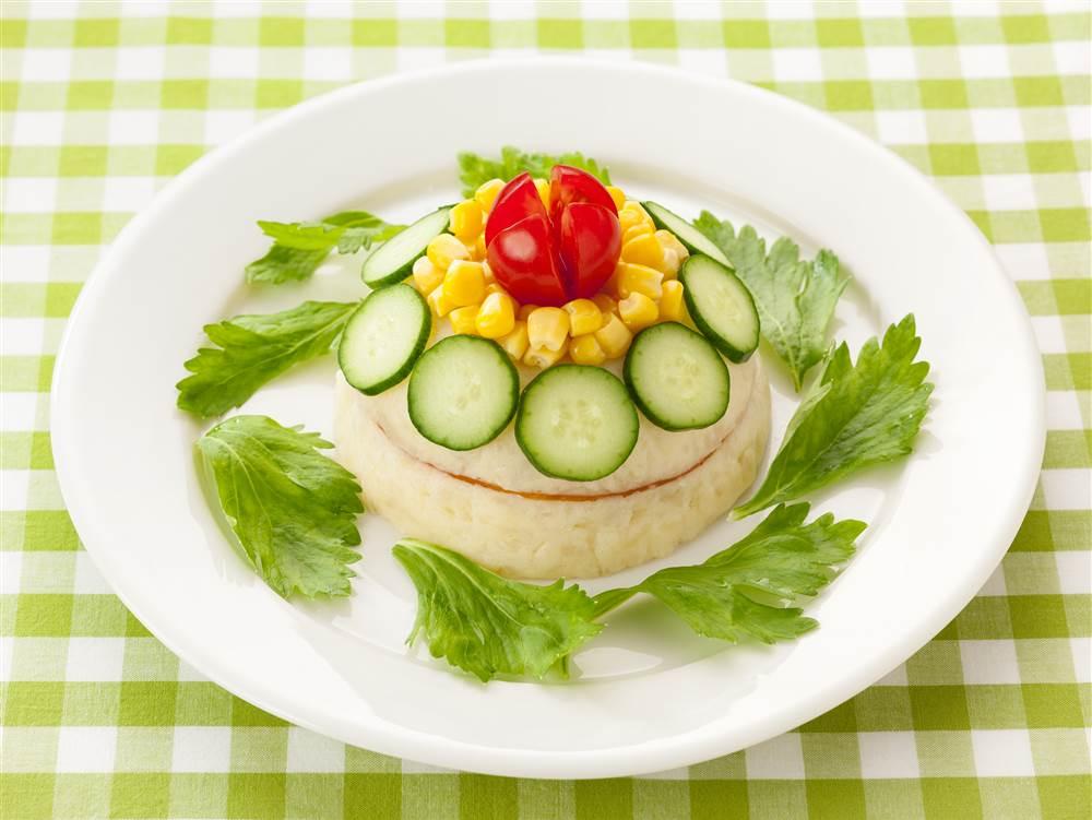 写真:野菜のドームケーキサラダ