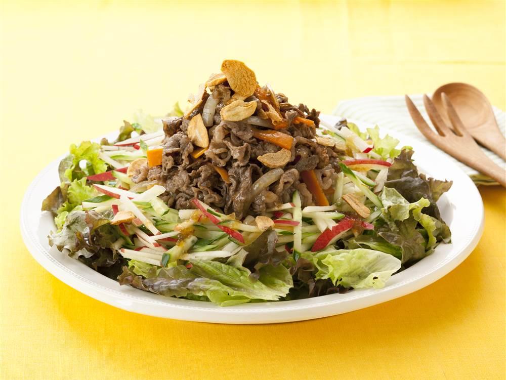 写真:350gの野菜がとれる!牛肉とりんごのパワーサラダ