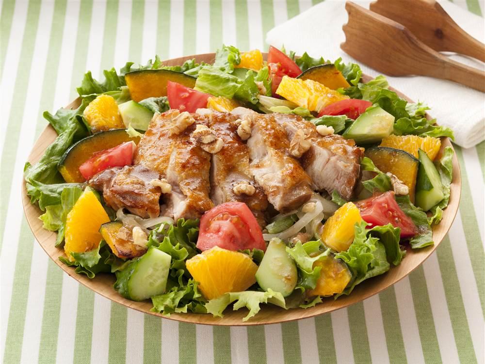 写真:350gの野菜がとれる!鶏肉とオレンジのパワーサラダ