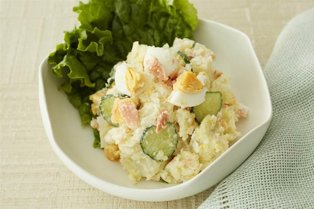 写真:鮭とゆで卵のポテトサラダ