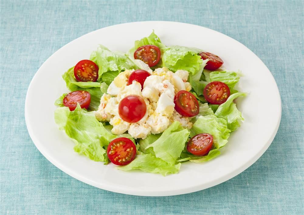 写真:たまごとマカロニとプチトマトのサラダ