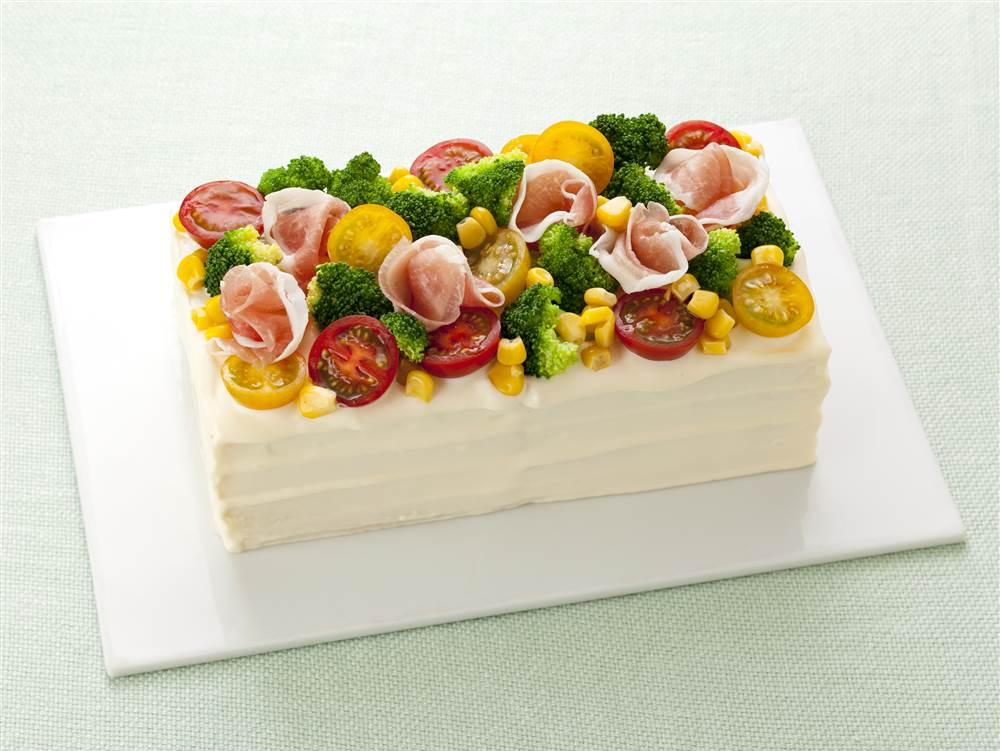 写真:生ハムと野菜のサンドイッチケーキ