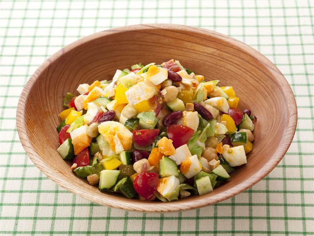 写真:カラフル野菜のチョップドサラダ にんじんとオレンジ風味