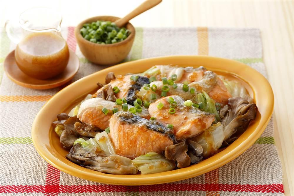 写真:鮭と白菜とまいたけの焼きサラダ