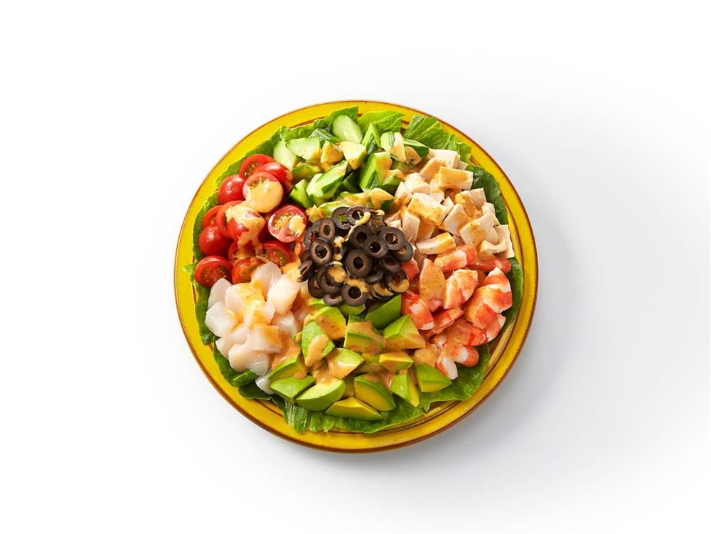 写真:シーフードとアボカドのコブサラダ