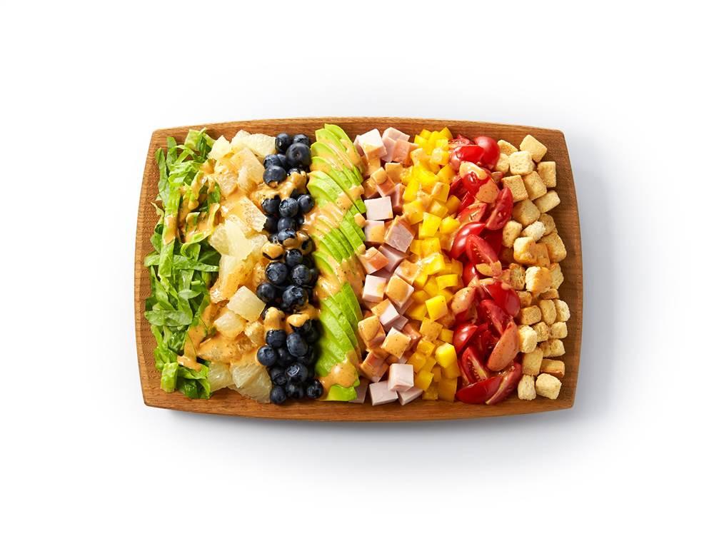 写真:フルーツの彩りコブサラダ