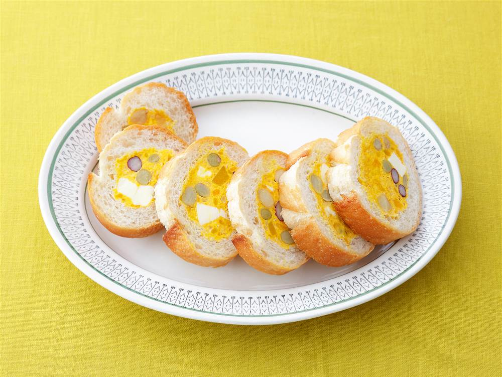 写真:パンプキンサラダと豆のスタッフドバゲット