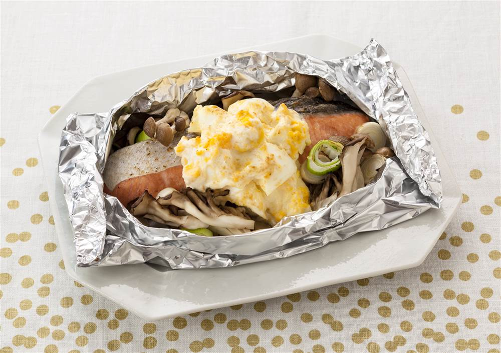 写真:鮭とたまごサラダのホイル包み焼き