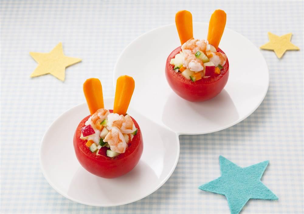 写真:えびとりんごのイースタートマトカップサラダ